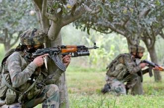 पुलवामा जिले में दो आतंकी ढेर, आतंकवादियों और सुरक्षाबलों के बीच मुठभेड़ जारी