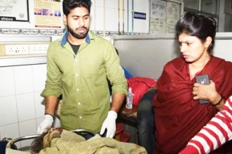 हादसे में घायल युवक को स्वाती सिंह ने अस्पताल पहुंचाया