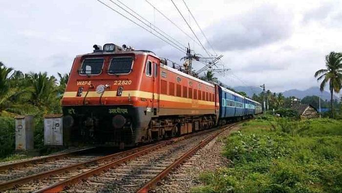 पंजाब में ट्रेनों के परिचालन पर लगी ब्रेक Brakes on trains operating in Punjab