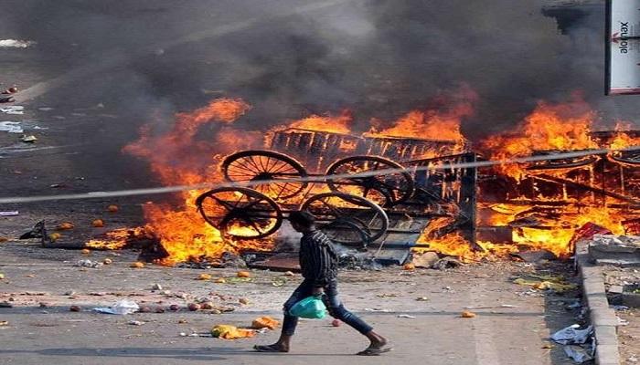 दिल्ली में दंगाइयों से वसूली