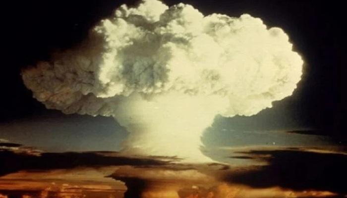 चांद पर परमाणु बम