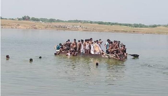 चंबल नदी में नाव पलटी 7 लोगों की मौत