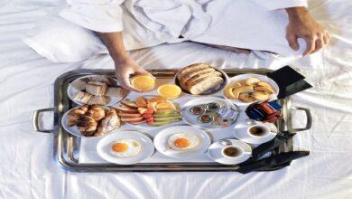 बिस्तर में खाना खाने की आदत