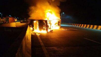 ट्रकों में लगी आग