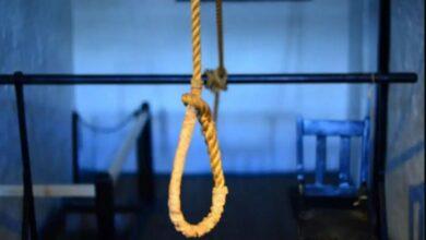 तीन मासूम बच्चियों समेत मां ने लगाई फांसी hanged Auraiya