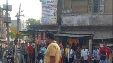 पत्नी का कटा सिर लेकर थाने पहुंचा पति Husband rushed to the police station with the severed head of his wife