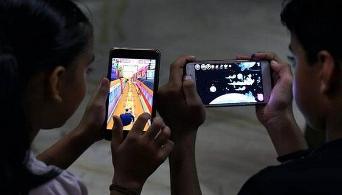 Tv-mobile addiction