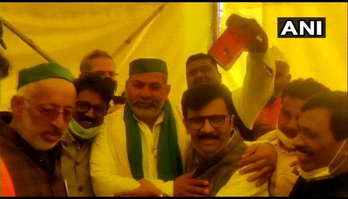 संजय राउत पहुंचे गाजीपुर बॉर्डर Sanjay Raut reached Ghazipur border