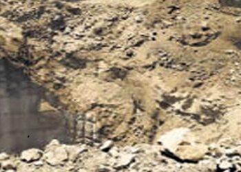 कुएं के मलबे में दबकर मौत