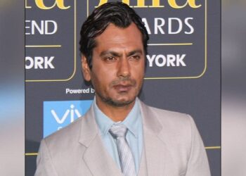 Actor Nawazuddin Siddiqui said that all 'superstars do fake acting'