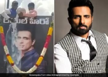 People made Sonu Sood a god, worshiped by bathing with milk