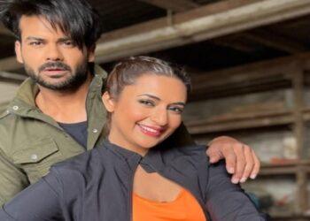 'Yeh Hai Mohabbatein' fame Divyanka Tripathi's new friend in Cape Town