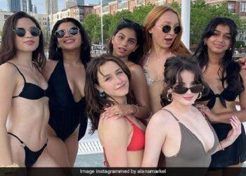 Shahrukh Khan's daughter Suhana seen in havoc in bikini