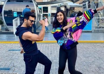 In Cape Town, Arjun Bijlani along with Aastha Gill put splash in their songs