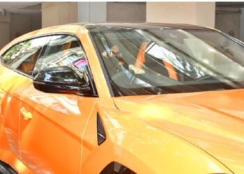 Actor Ranveer Singh came with his new luxurious car