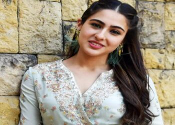 Actress Sara Ali Khan wreaked havoc in her simple look