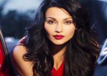 Actress Flora Saini banned from South Industry