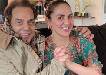 Like Kapoor family, Dharmendra also wanted to keep his daughter away from film career.