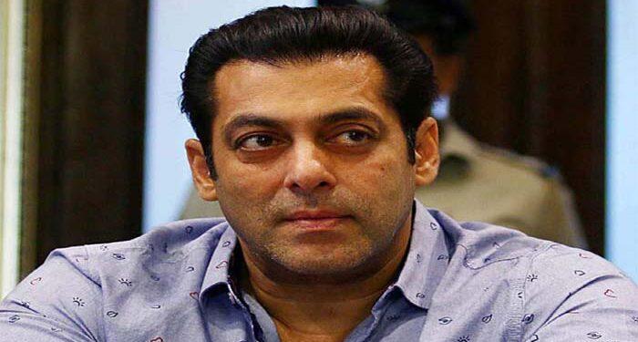 Salman once again showed generosity, gave financial help to the needy people