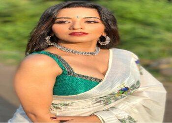 Monalisa stuns on Rakhi Sawant's song 'Tere Prem Mein Meri Entry'