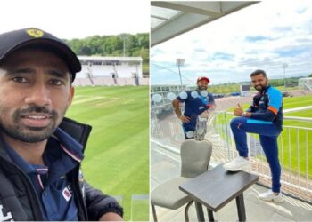 Indian players took pictures from the balcony after reaching England