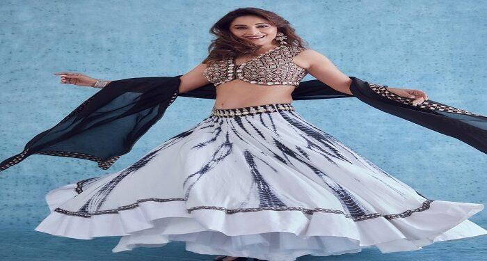 Dhak Dhak girl Madhuri Dixit wreaks havoc in her traditional avatar